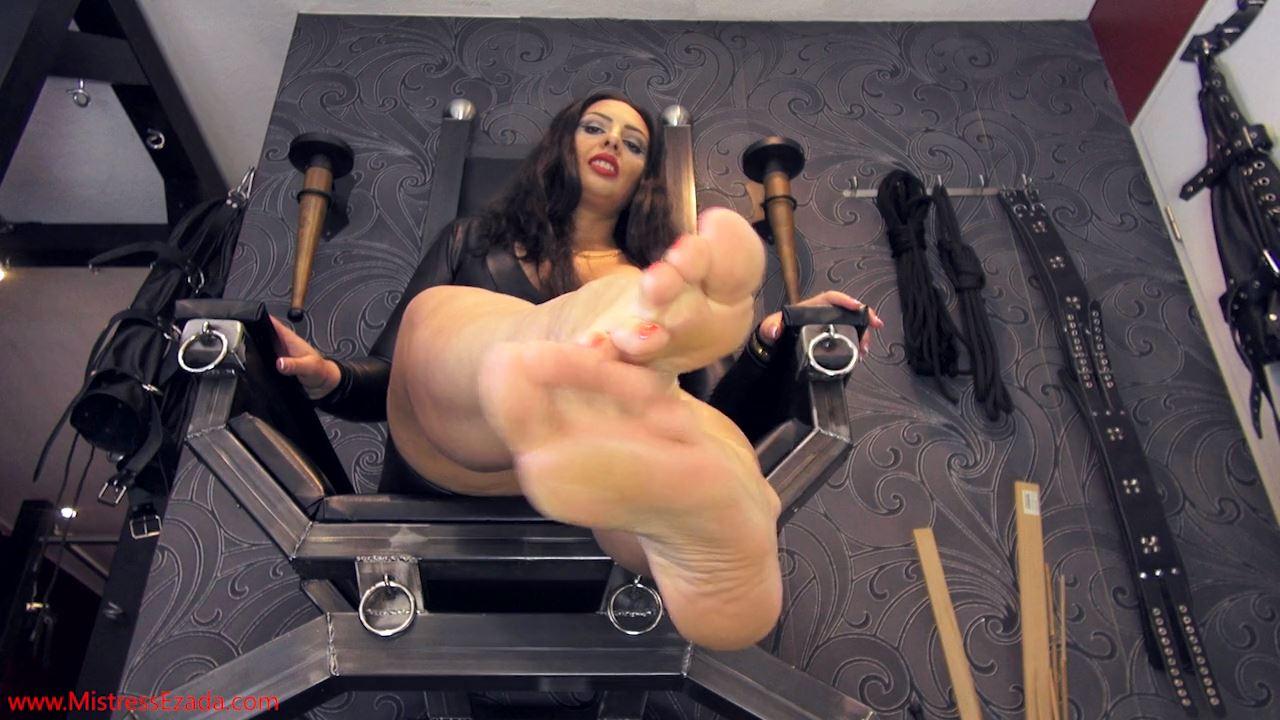 Mistresses Ezada Sinn In Scene: Sweaty Feet Joi Pov - MISTRESS EZADA SINN / MISTRESSEZADA - HD/720p/MP4