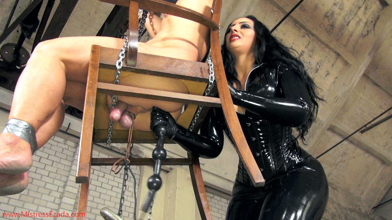 Mistresses Ezada Sinn In Scene: The Bottomless Chair - MISTRESS EZADA SINN / MISTRESSEZADA - HD/720p/MP4