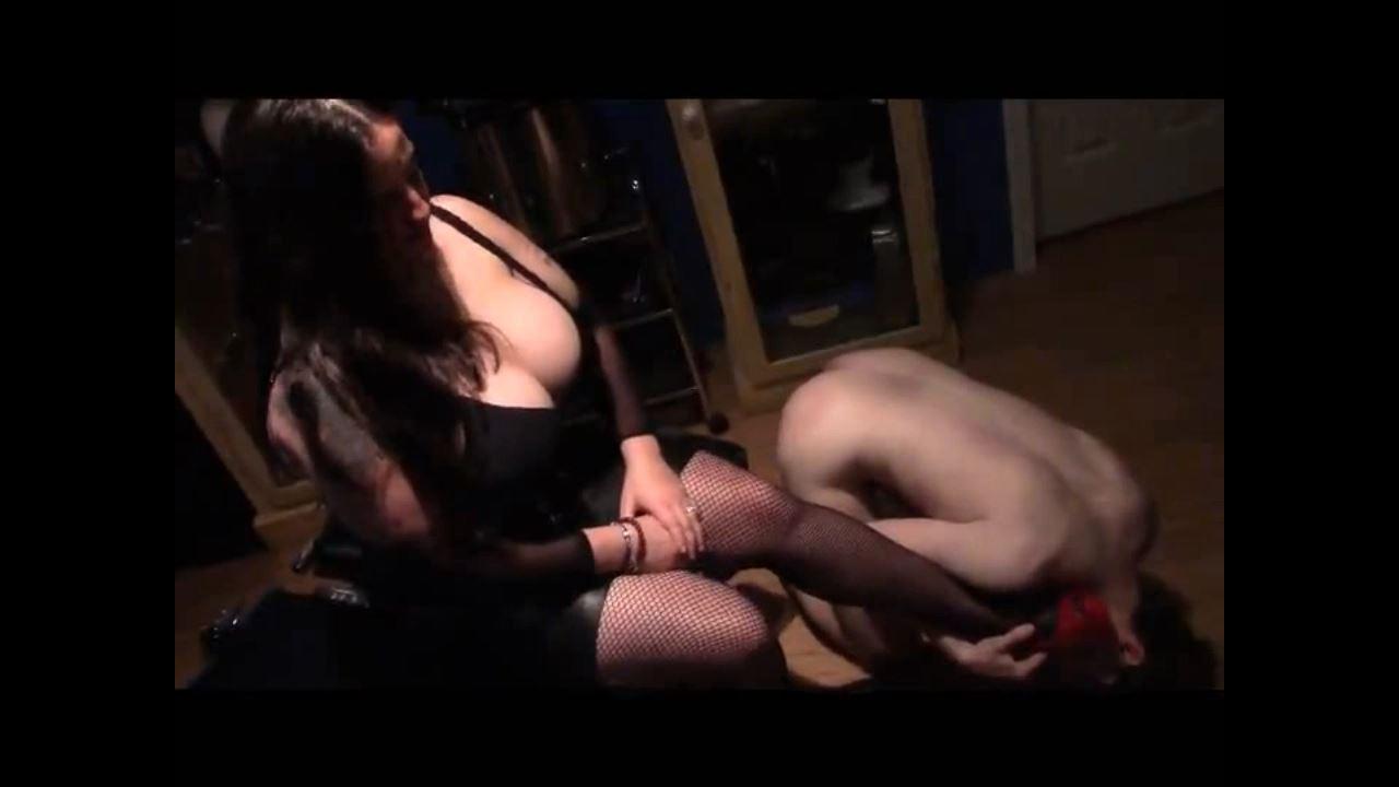 Mistress Xena In Scene: The Shoe Shiner - BIZARRE CINEMA - HD/720p/MP4