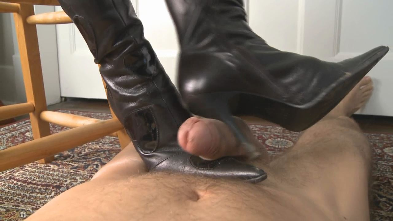 Mistress T In Scene: Muddy Boots - PARAPHILIA51 - HD/720p/WMV