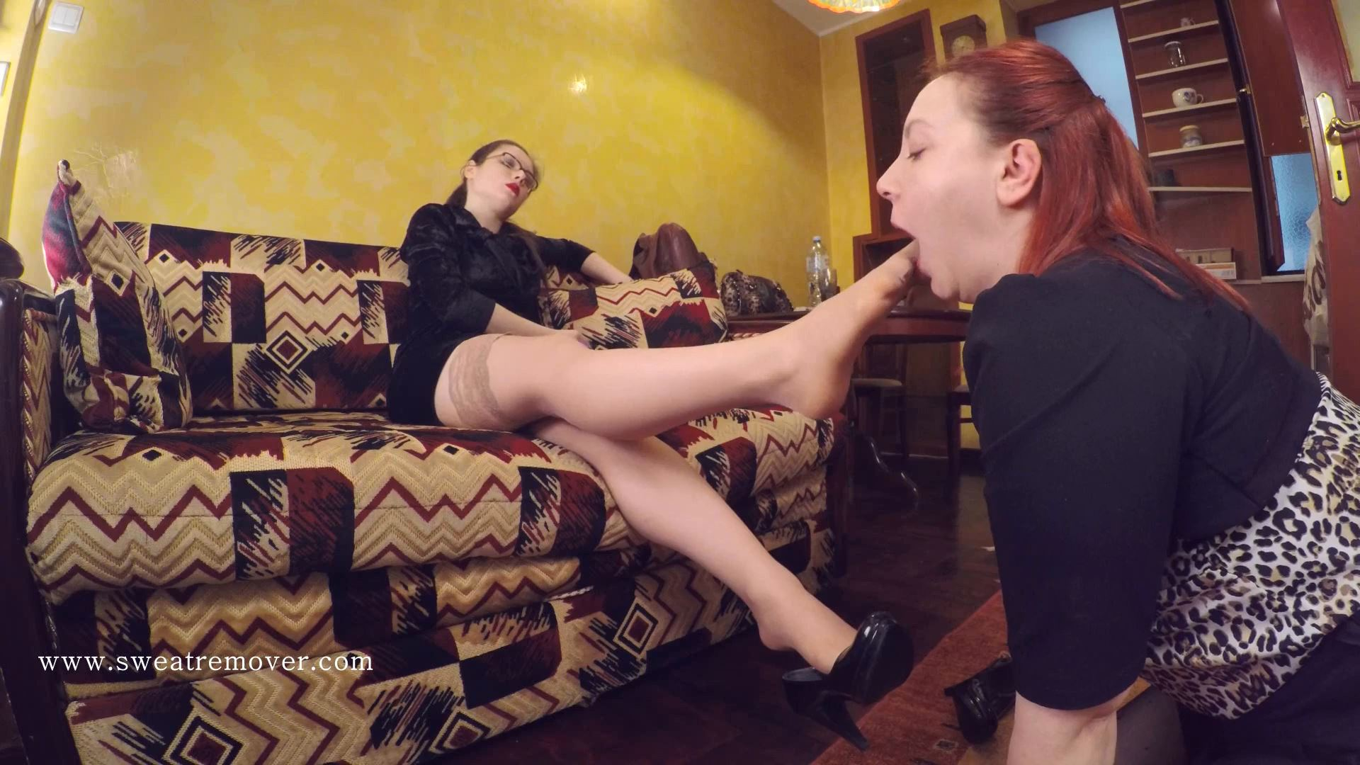Goddess Bianca In Scene: Wash my soles and massage them with your tongue Part 2 - SWEATREMOVER - FULL HD/1080p/MP4