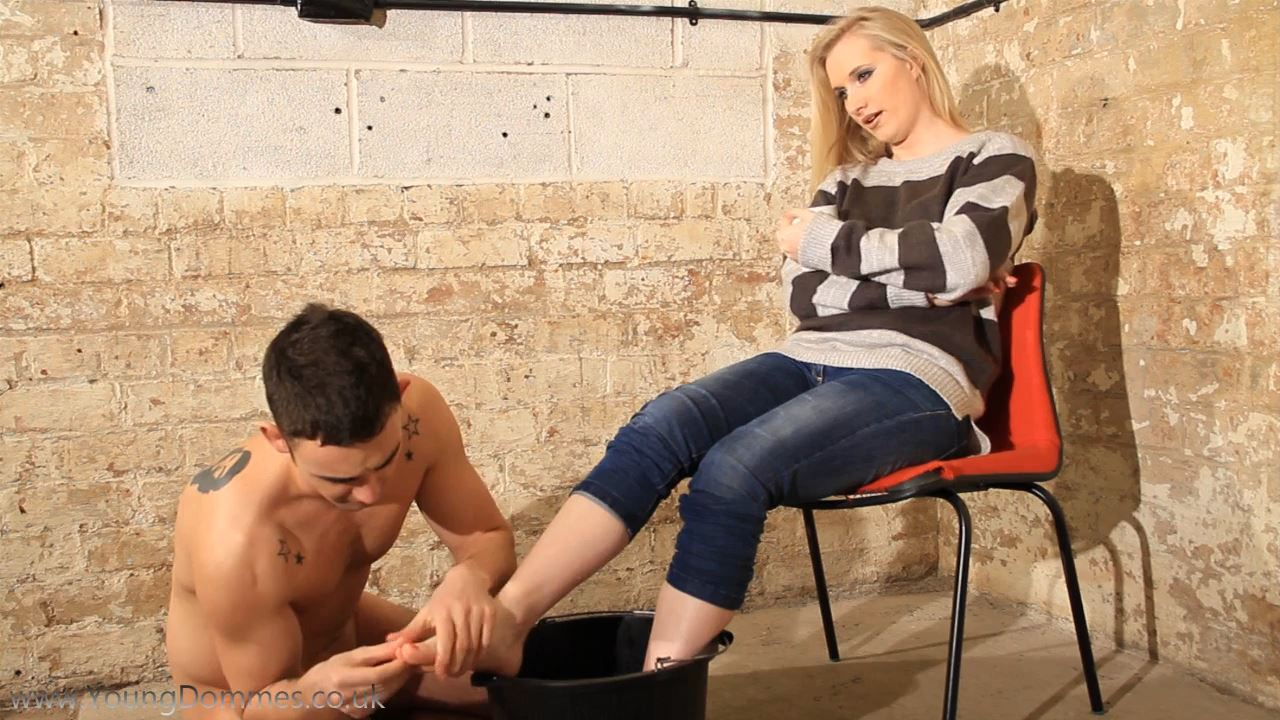 Foot Bath - YOUNGDOMMES - HD/720p/MP4