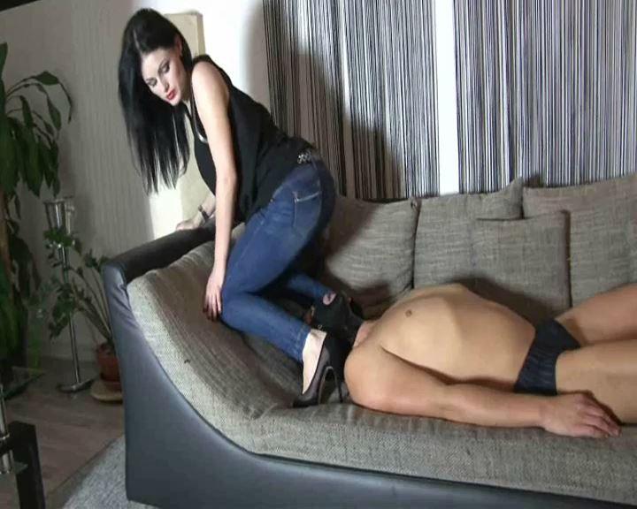 Mistress Blackdiamoond In Scene: Facesitting Girl - BLACKDIAMOOND - SD/576p/MP4