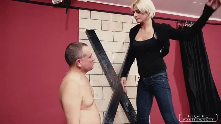 Mistress Bonnie In Scene: Fear in the slave's eyes - CRUEL PUNISHMENTS - SEVERE FEMDOM - SD/406p/MP4