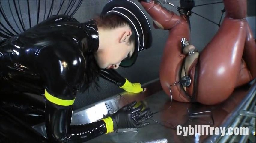 Mistress Cybill Troy In Scene: Its Electric - CYBILL TROY`S DTLA DOMINAS / CYBILLTROY - SD/480p/MP4