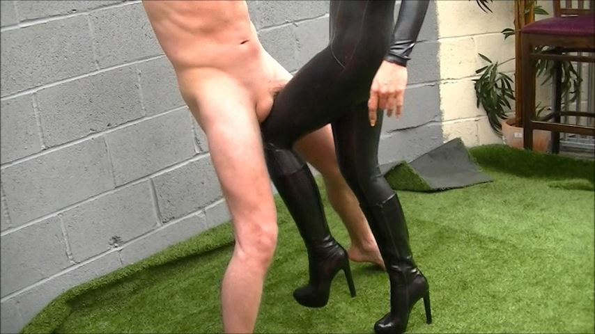 UK Mistress Elise In Scene: The Bitch Is Back - ELISE BULLIES BALLS UK - SD/480p/MP4
