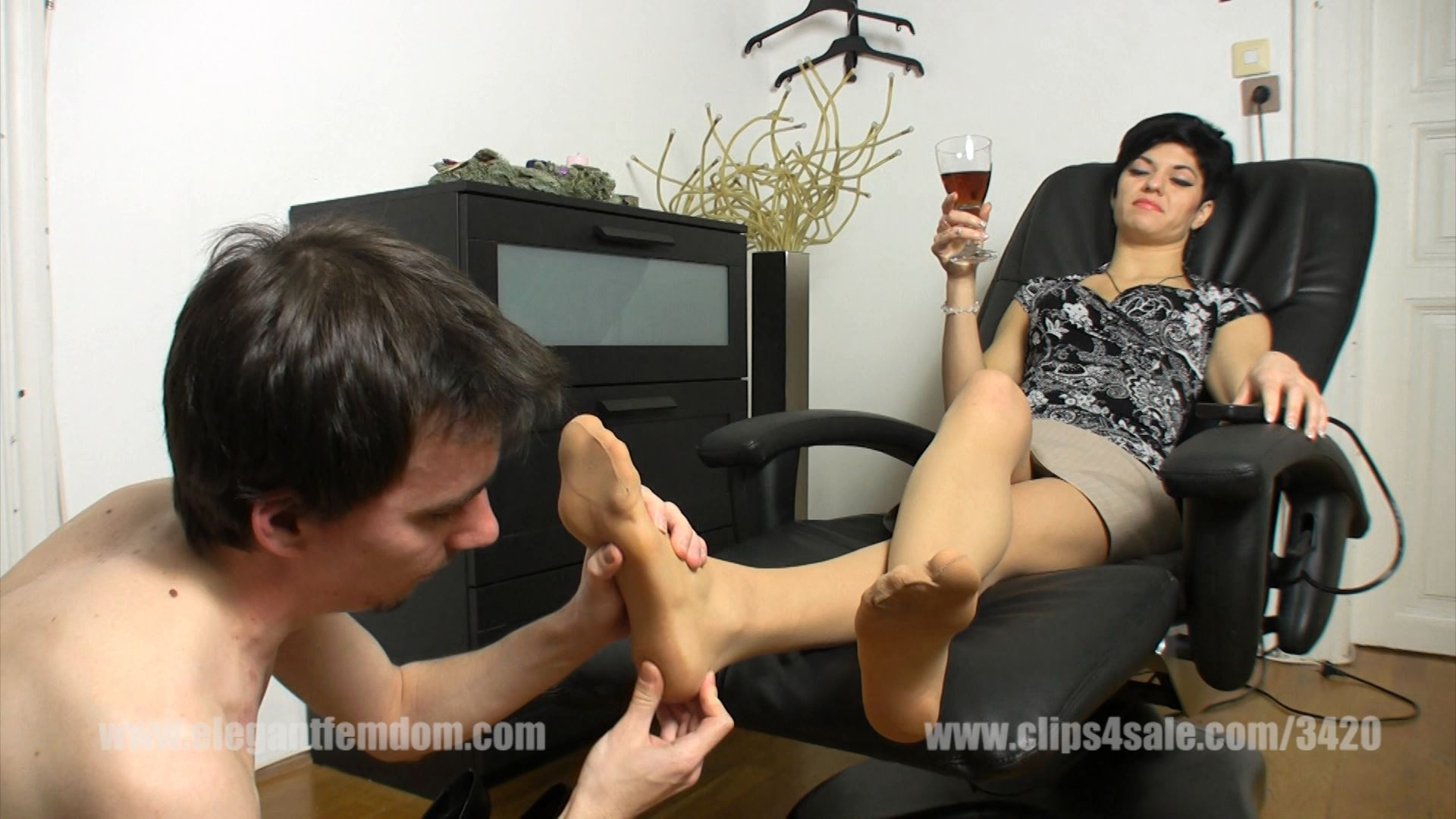 Roxanne sits in a massage chair and commands the slave - ELEGANTFEMDOM - FULL HD/1080p/MP4