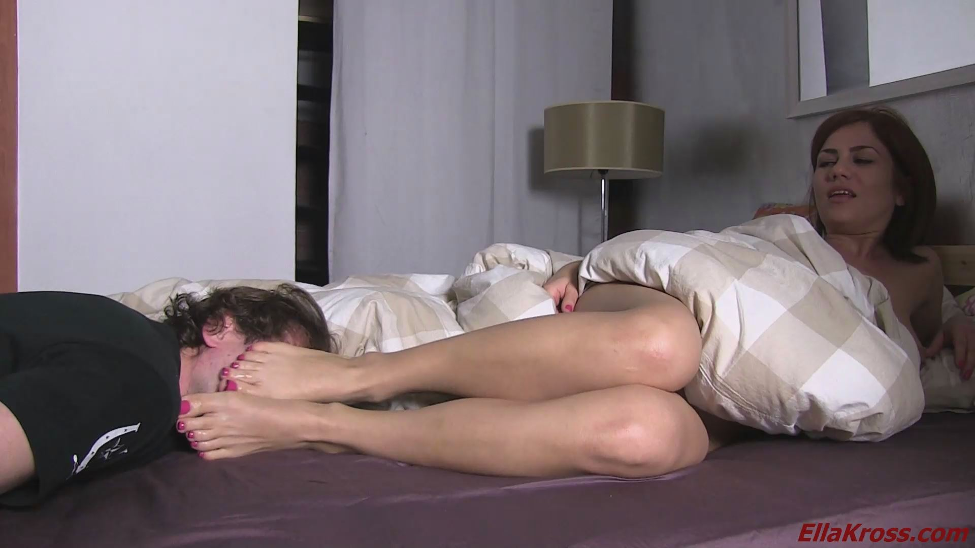 Ella Kross In Scene: Woken by a Foot Fetish Freak - ELLAKROSS - FULL HD/1080p/MP4