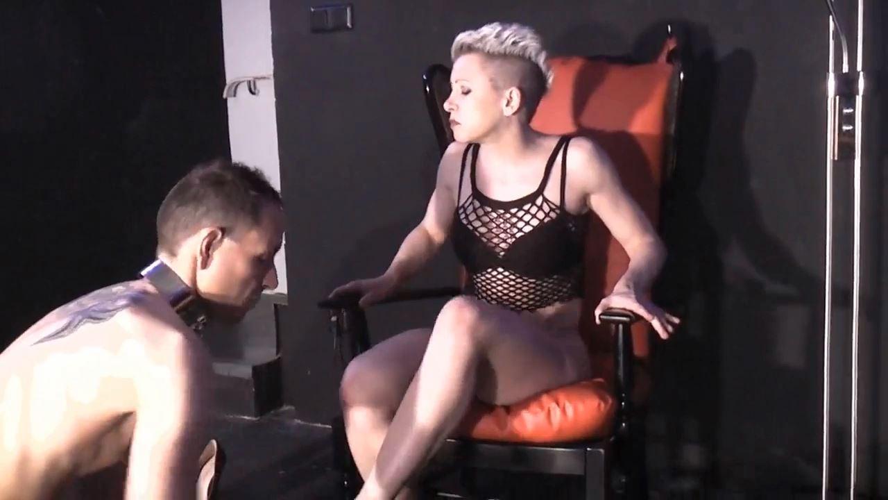 Mademoiselle Etienne In Scene: Lick me horny - DEUTSCHE DOMINAS / GERMANY FEMDOM - HD/720p/MP4