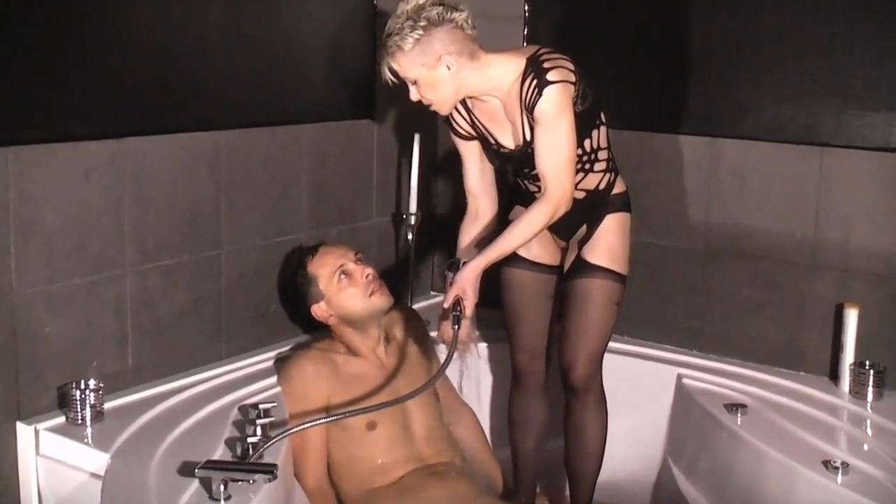 Mademoiselle Etienne In Scene: Under water - DEUTSCHE DOMINAS / GERMANY FEMDOM - HD/720p/MP4