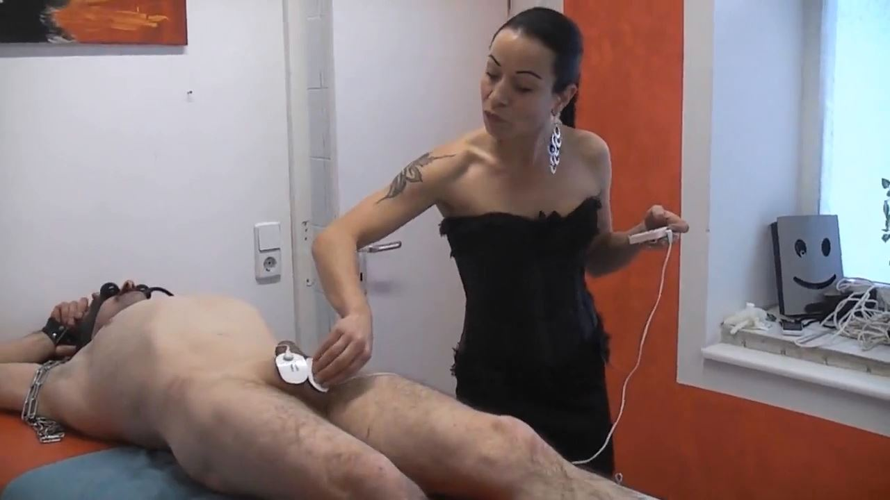 Senora el Combatiente In Scene: A little bit of electricity has to be - DEUTSCHE DOMINAS / GERMANY FEMDOM - HD/720p/MP4