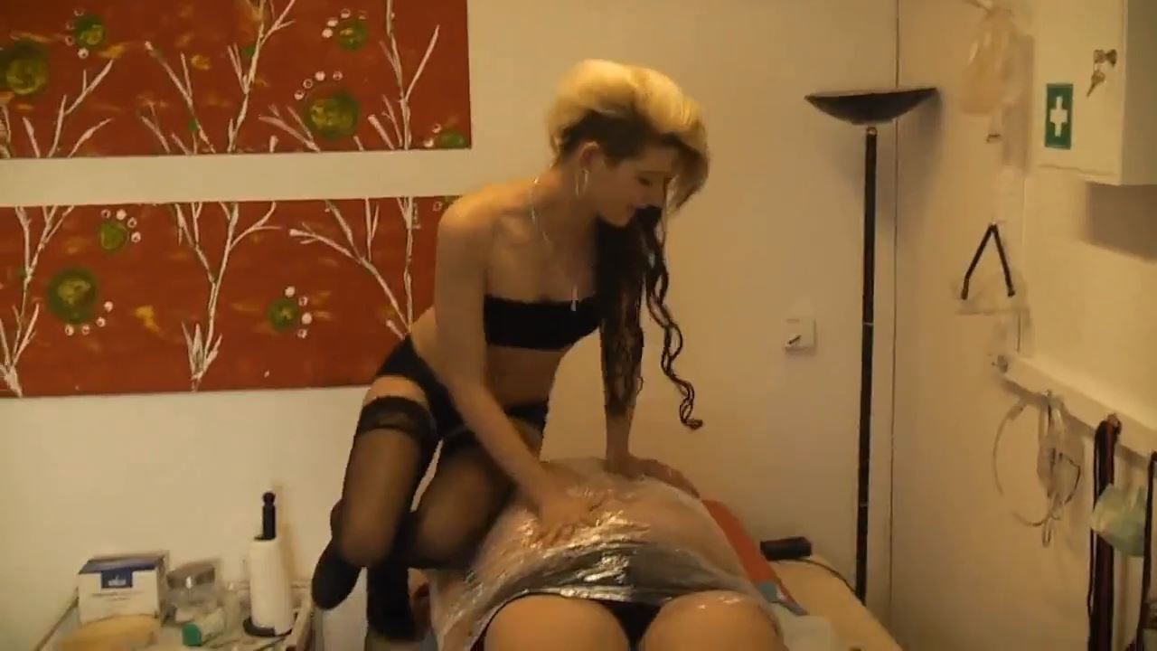 Lady Paris In Scene: The fat thing unpacked - DEUTSCHE DOMINAS / GERMANY FEMDOM - HD/720p/MP4