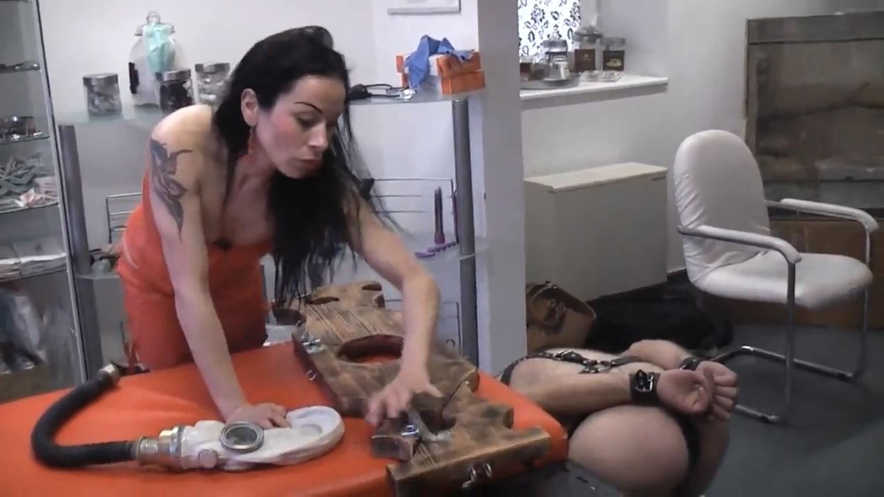 Senora el Combatiente In Scene: Perverse wetroom games - DEUTSCHE DOMINAS / GERMANY FEMDOM - HD/720p/MP4