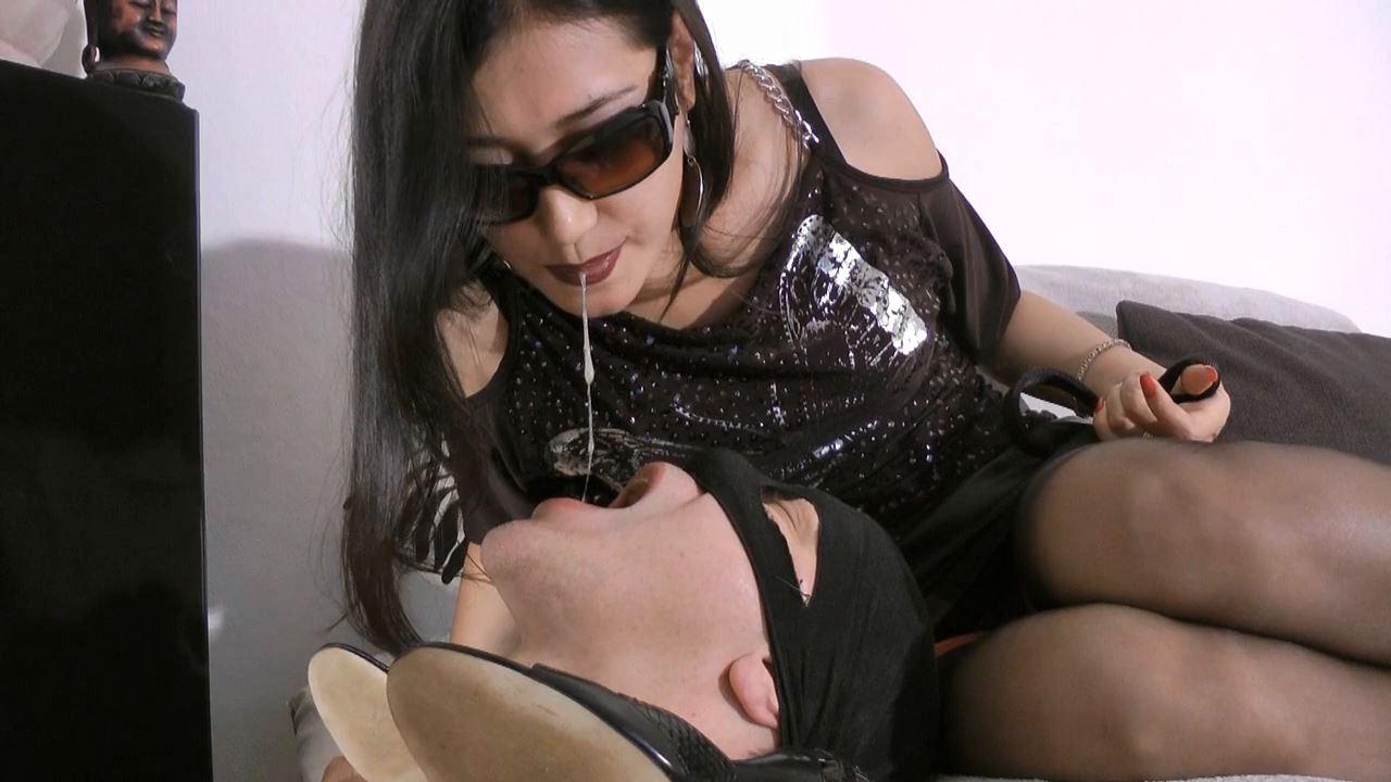 Goddess Leyla In Scene: Ashtray Slave - FOOT GODDESS LEYLA - HD/720p/MP4