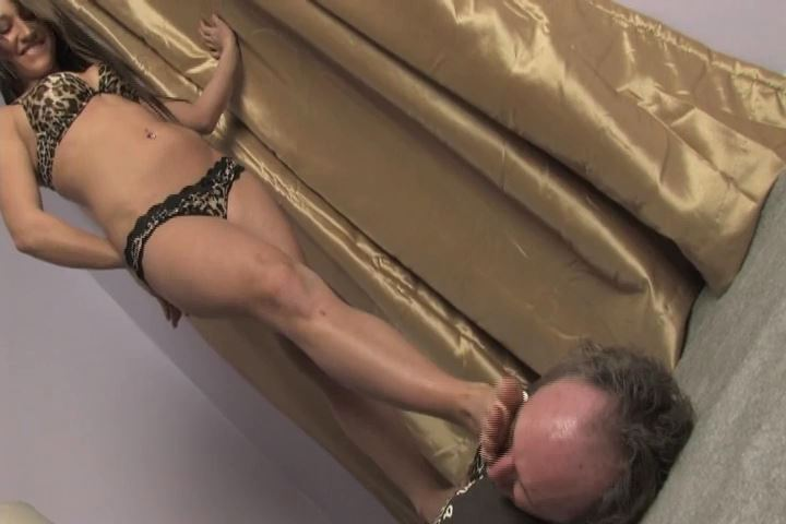 Beautiful Mistress Electra tramples Ladiesfloor with her bare feet - HEADUNDERHEELS - SD/480p/MP4