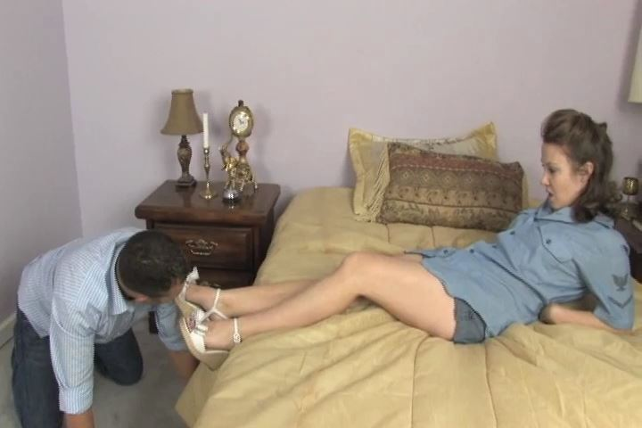 Mistress Kitty's wedge sandals, with their deceptively sharp heels - HEADUNDERHEELS - SD/480p/MP4