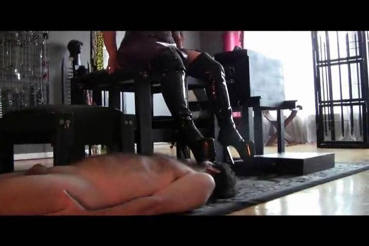 Mistress Xena In Scene: Boot Servant - BIZARRE CINEMA - SD/480p/MP4