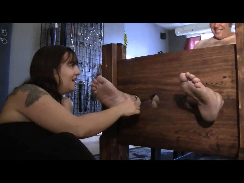 Mistress Xena In Scene: The Bound Giggler - BIZARRE CINEMA - FULL HD/1080p/MP4
