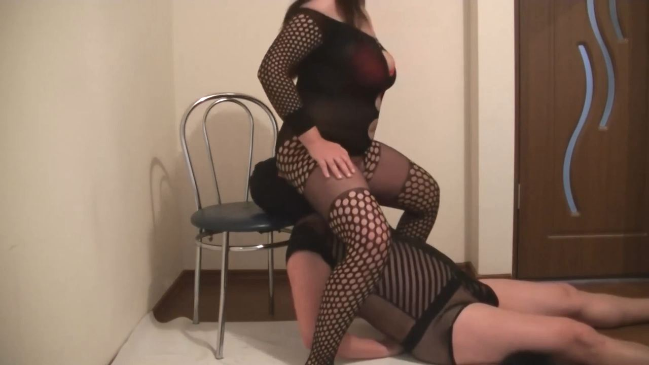 Mistress Roberta In Scene: legs in hose - worshipped - BIZARRE GODDESSES FROM ROMANIA - HD/720p/MP4