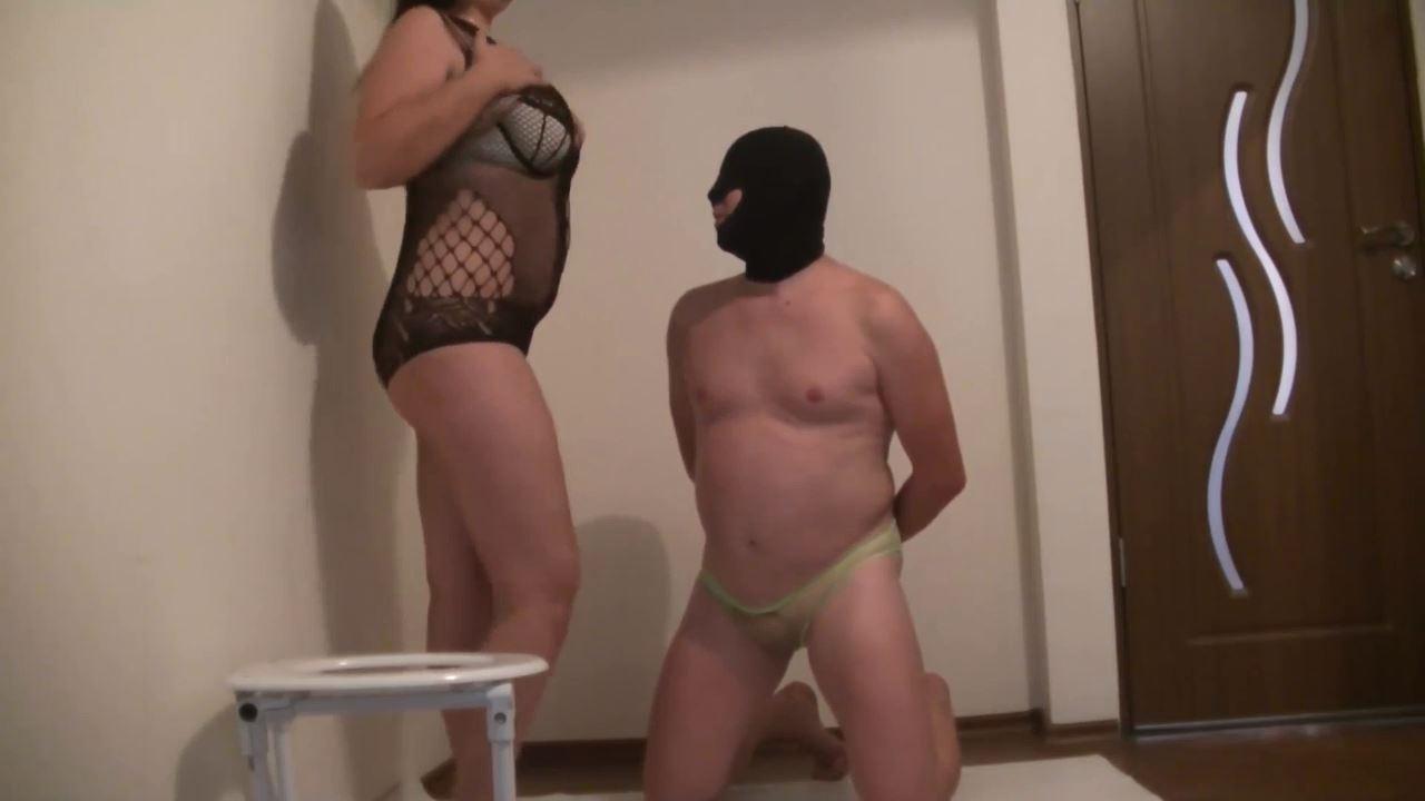 Goddess Roberta In Scene: chastity humiliation before toilet slavery - BIZARRE GODDESSES FROM ROMANIA - HD/720p/MP4