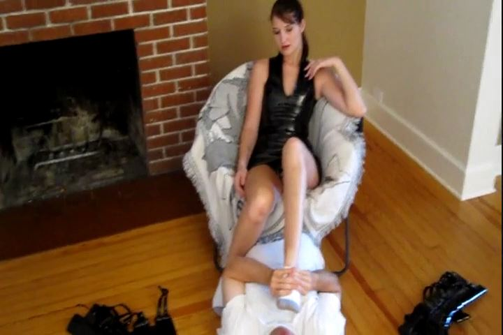 Amazon Mistress Paige In Scene: Paige`s Feet Need Some TLC - CRUDELIS AMATOR BALLBUSTING FETISH - SD/480p/MP4