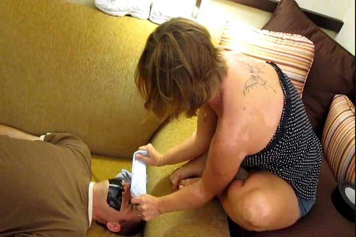Goddess Elizabeth In Scene: That Smell Will Be in Your Face For a Week - CRUDELIS AMATOR BALLBUSTING FETISH - SD/480p/MP4