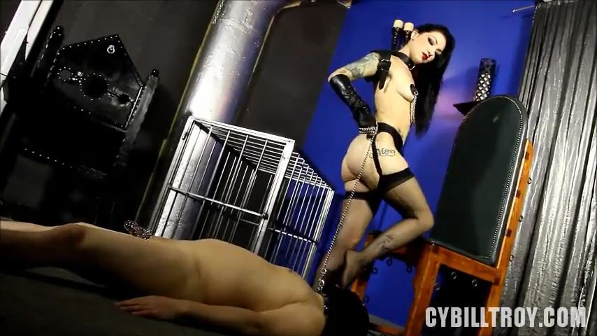 Mistress Cybill Troy In Scene: Size 8 Throat Fuck - CYBILL TROY'S DTLA DOMINAS / CYBILLTROY - SD/480p/MP4