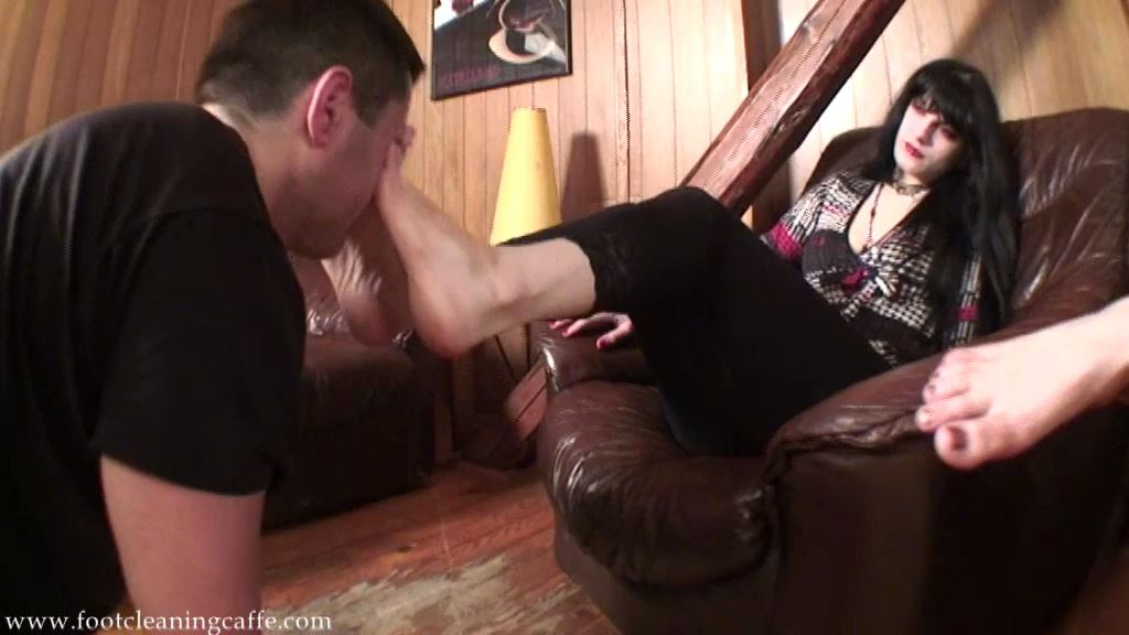 Foot Worship Caffe update 046 - FOOT CLEANING CAFFE - SD/576p/MP4