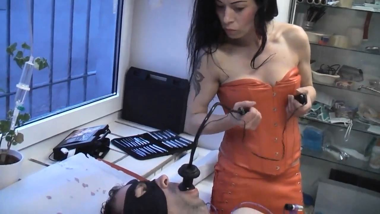 Senora el Combatiente In Scene: Worship stimuli - DEUTSCHE DOMINAS / GERMANY FEMDOM - HD/720p/MP4