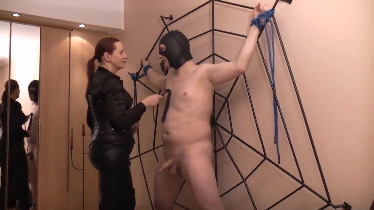 Herrin Sofia In Scene: Spider Fang - DEUTSCHE DOMINAS / GERMANY FEMDOM - HD/720p/MP4