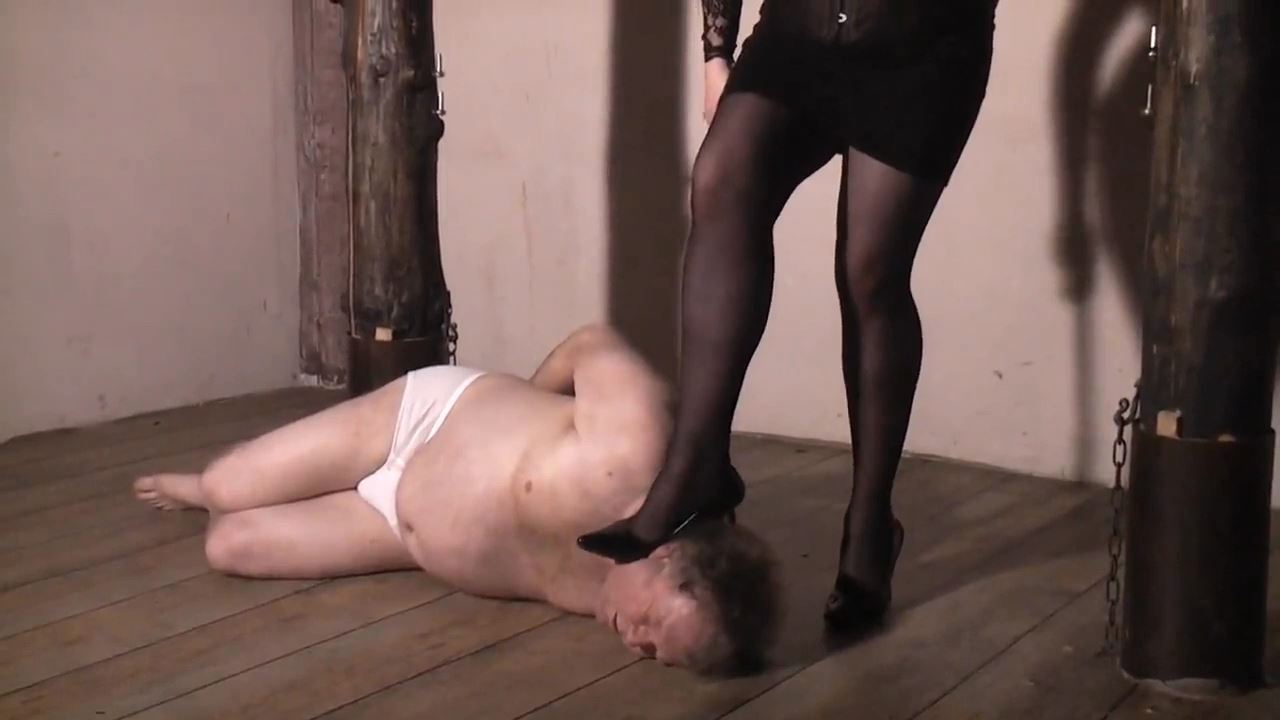 Herrin Selma In Scene: Kicked and whipped - DEUTSCHE DOMINAS / GERMANY FEMDOM - HD/720p/MP4