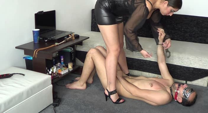 MISTRESS ROBERTA In Scene: Corporal punishment for sleeping in my bed - HOUSE OF PAIN - LQ/384p/MP4