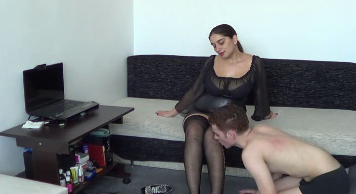 MISTRESS ROBERTA In Scene: One day training with a new slave part 1 - HOUSE OF PAIN - LQ/384p/MP4