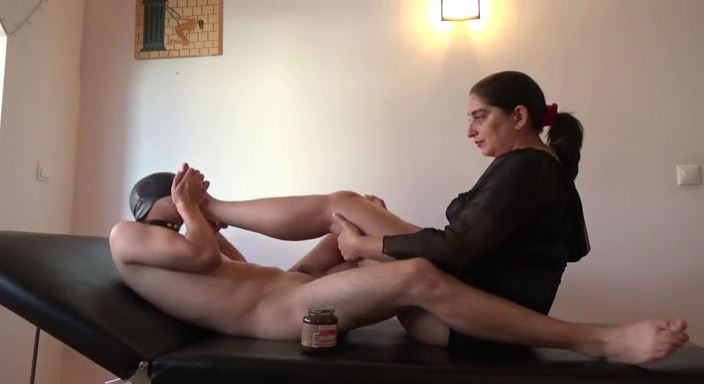 MISTRESS ROBERTA In Scene: Chocolate feet for my subby boyfriend - HOUSE OF PAIN - LQ/384p/MP4