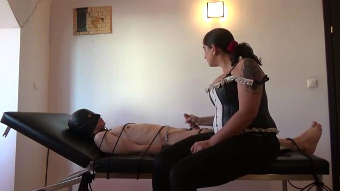 MISTRESS ROBERTA In Scene: Subby boyfriend bondage on the massage table - HOUSE OF PAIN - LQ/384p/MP4