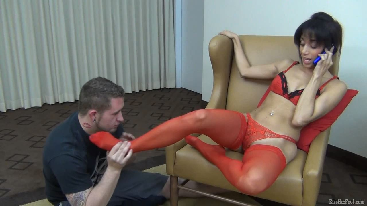 Gia's red stockings are worshiped - KISSHERFOOT - HD/720p/MP4