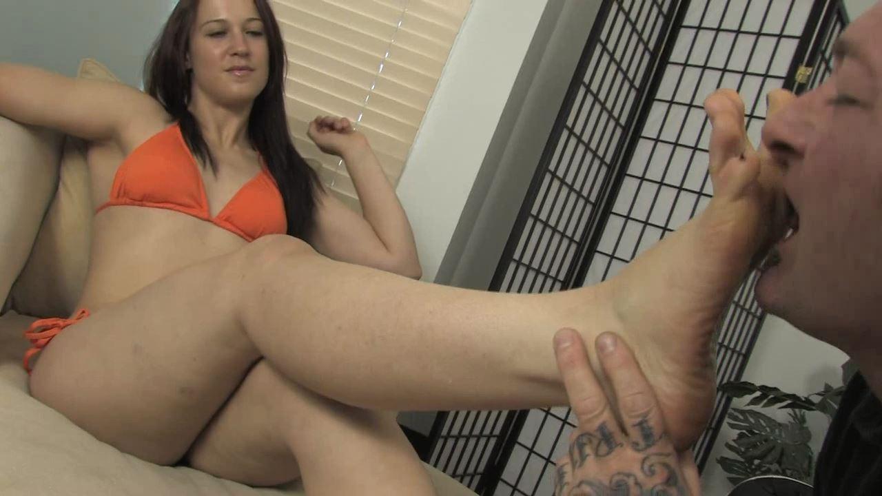 Cheyenne Jewel enjoys having her feet worshiped - KISSHERFOOT - HD/720p/MP4