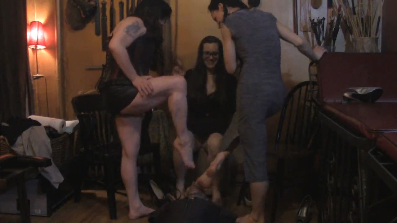 Foot Orgy - MISTRESS TRISH - HD/720p/MP4