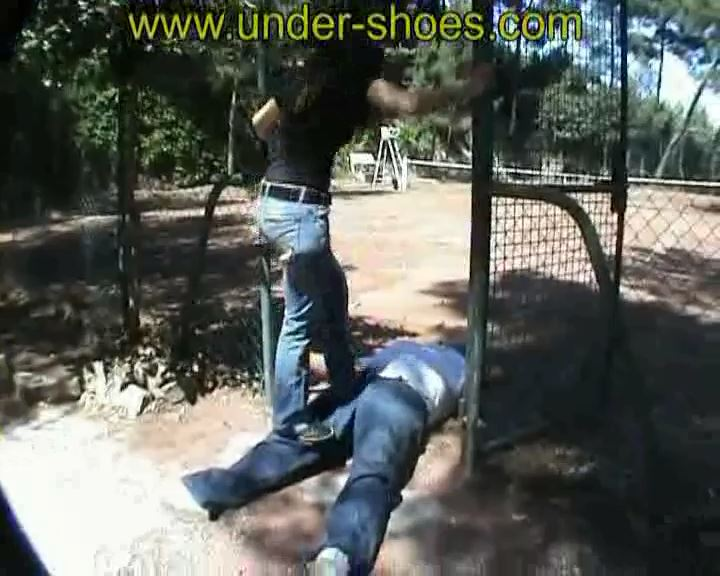 Imane Busting Converse October - UNDER-SHOES - SD/576p/MP4