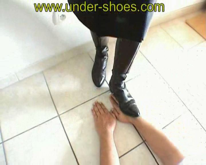 Hands Trample - UNDER-SHOES - SD/576p/MP4