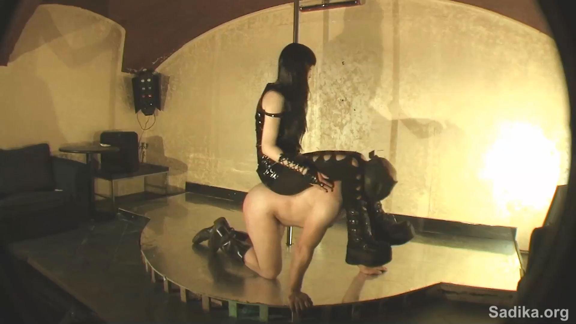 Jennyfer Cruel In Scene: Slave Casting 1 Pony - WOMEN WEIGHT / SADIKA - FULL HD/1080p/MP4