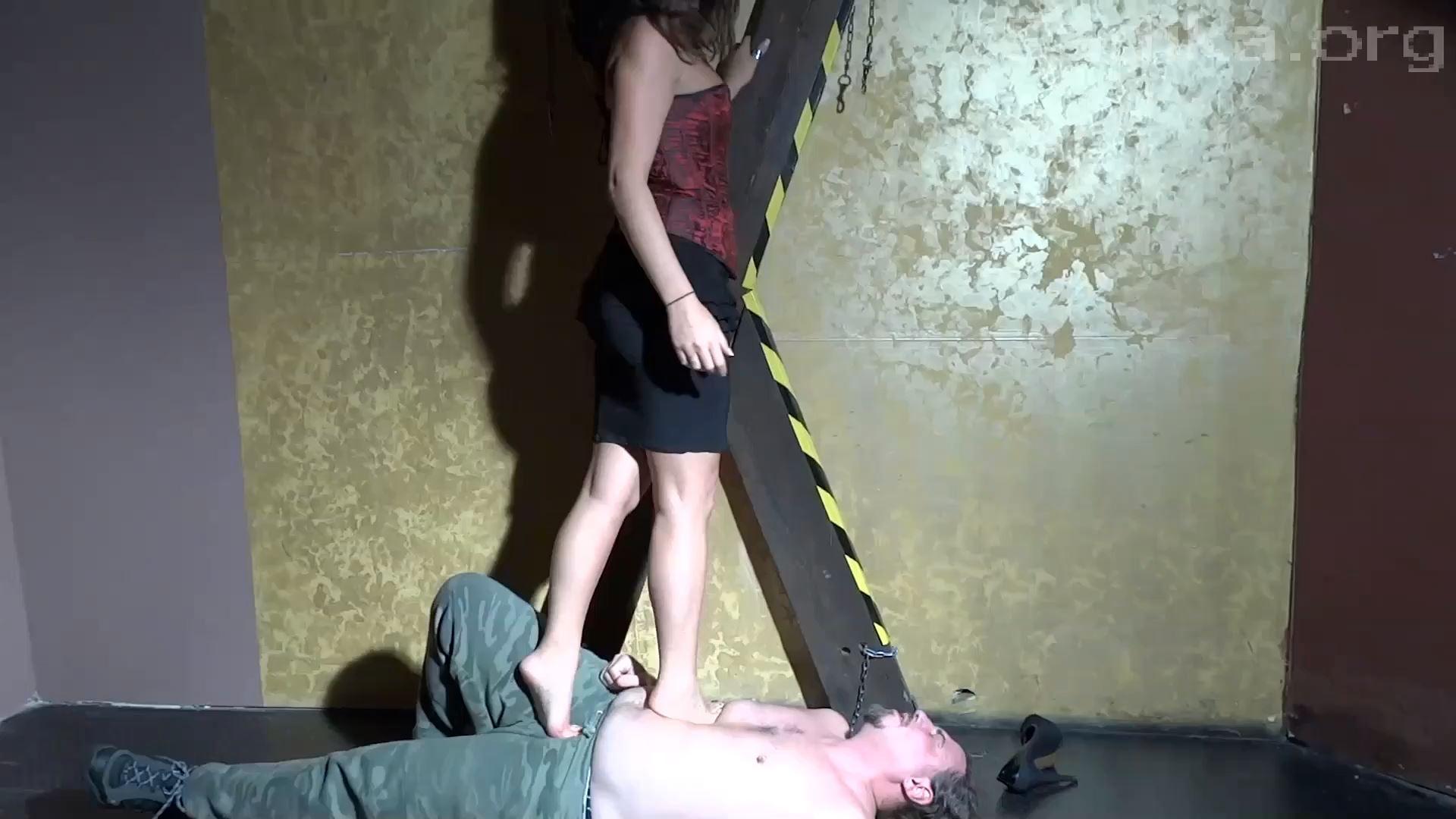 Jennyfer Cruel In Scene: Crazy Trample - WOMEN WEIGHT / SADIKA - FULL HD/1080p/MP4