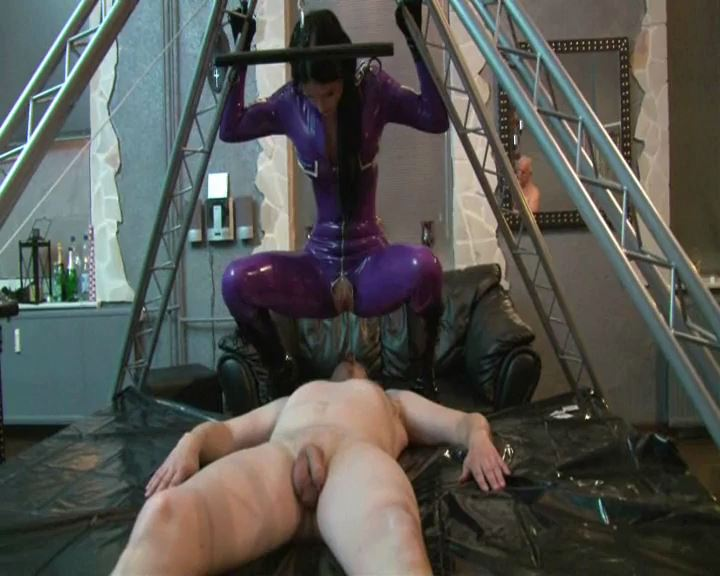 Mistress Blackdiamoond In Scene: Pee For The Newcomer - BLACKDIAMOOND - SD/576p/MP4