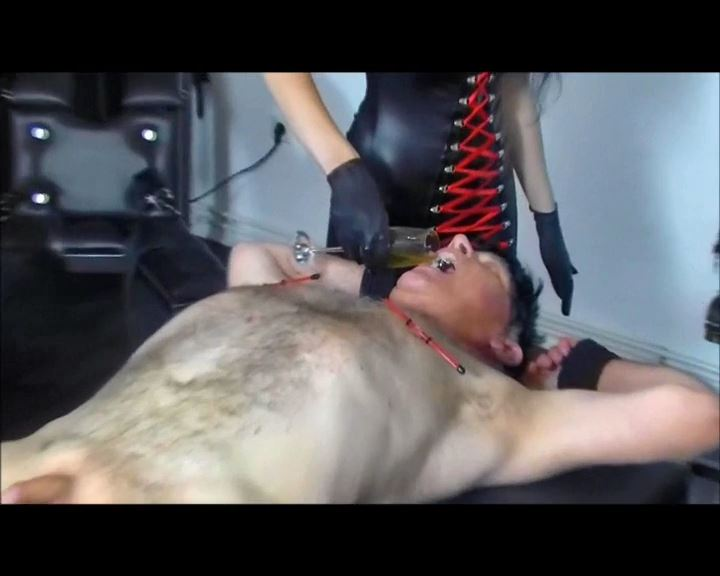 Mistress Blackdiamoond In Scene: 2 Pee Ladies - BLACKDIAMOOND - SD/576p/MP4