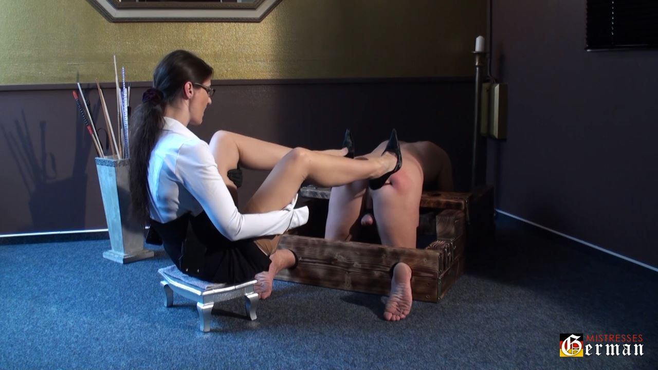 Lady Victoria Valente In Scene: Used in the pillory - GERMANMISTRESSES - HD/720p/MP4