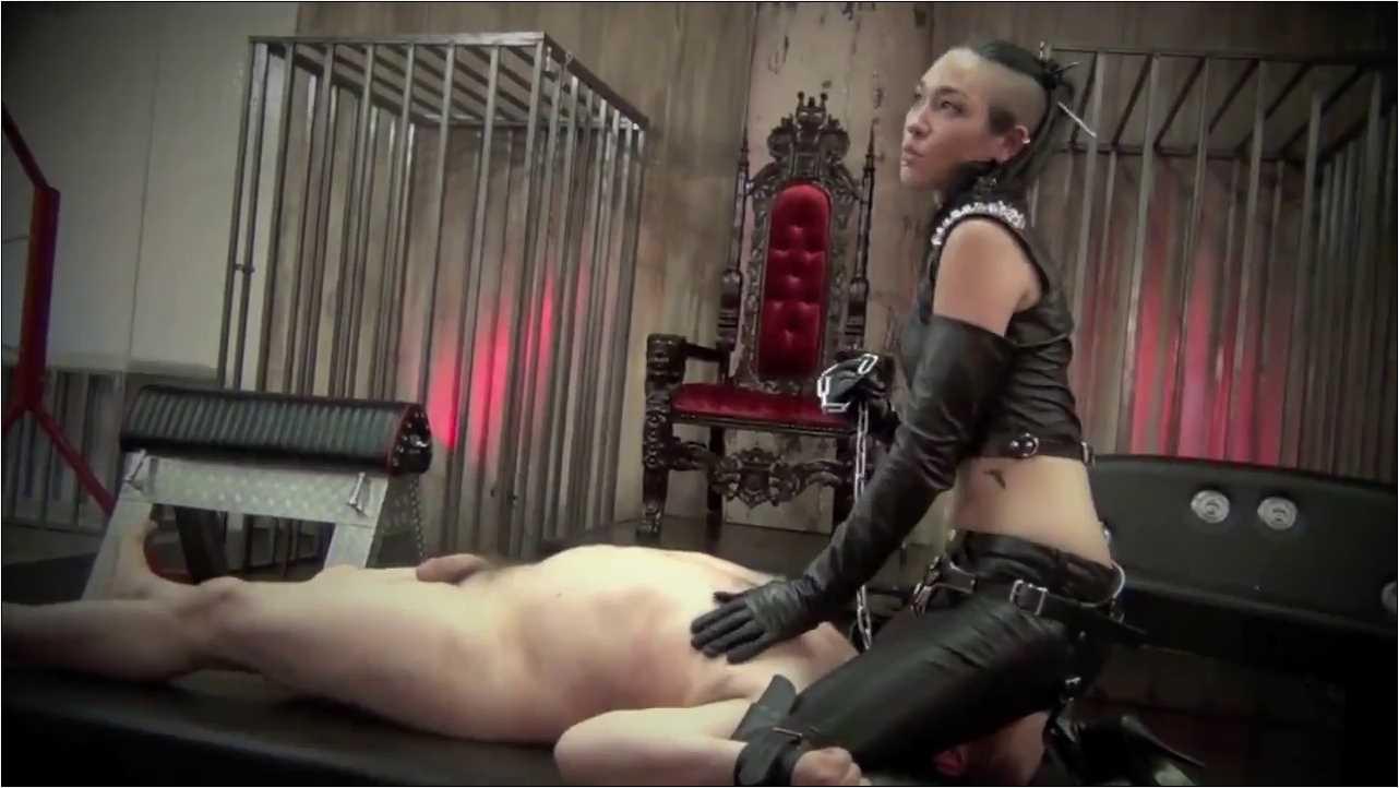 Mistress Luzia Lowe In Scene: DERRIERE OF DOOM - ASIAN CRUELTY - HD/720p/MP4