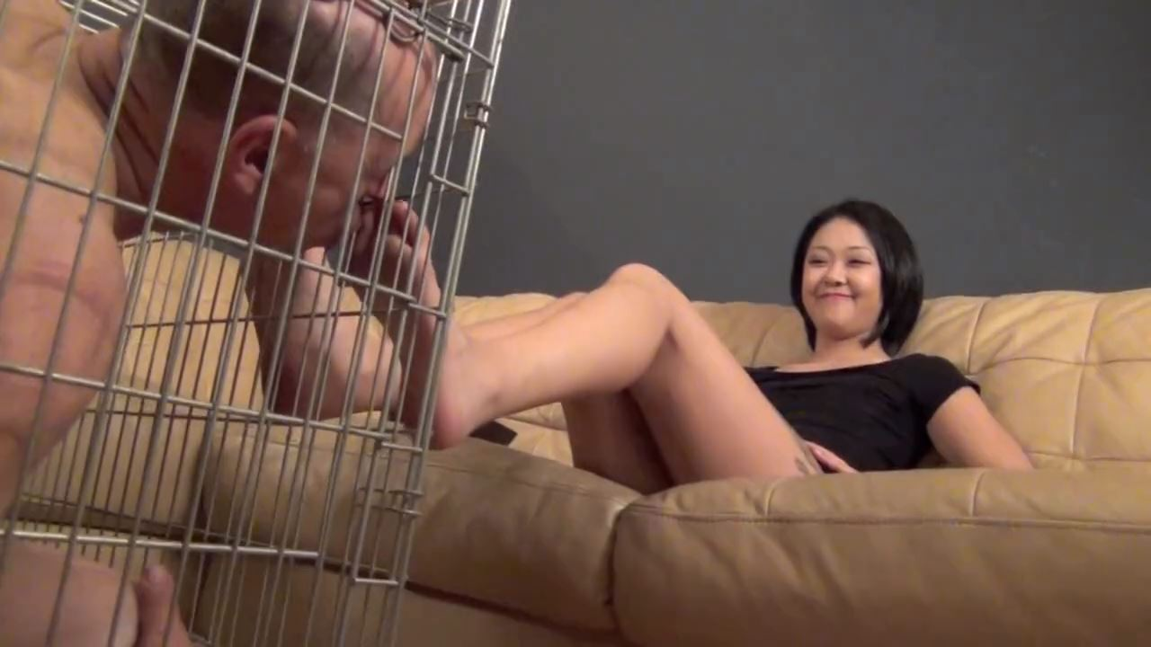 Goddess Saya In Scene: BARE FOOT REWARD FOR HER CAGED PET - ASIAN MEAN GIRLS - HD/720p/MP4