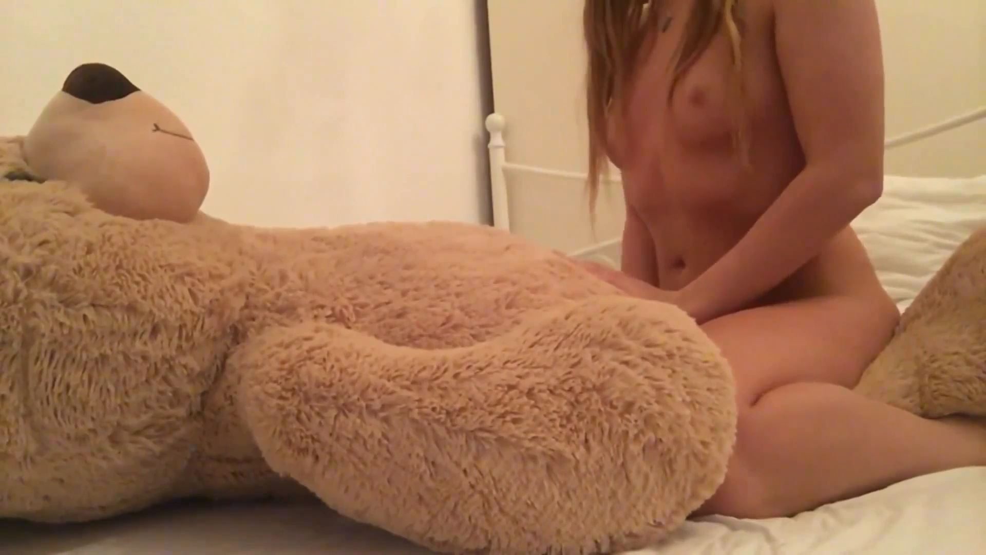 Kinky cat - playing with her real toy BEAR - BIZARRE GODDESSES - FULL HD/1080p/MP4