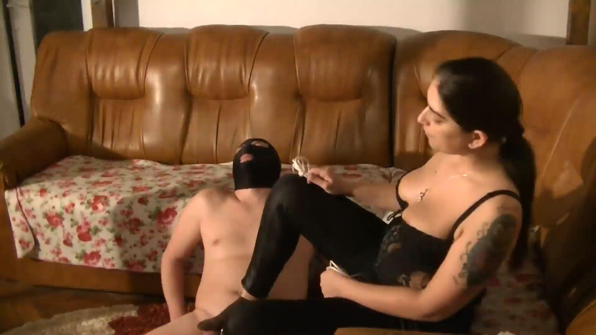 Mistress Roberta - farting in bondage and humiliation - BIZARRE GODDESSES - FULL HD/1080p/MP4