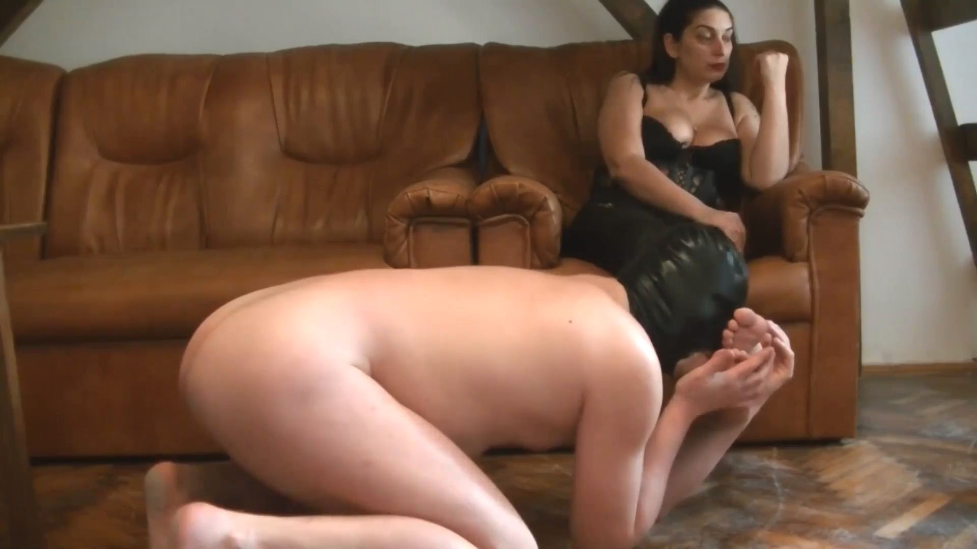 Mistress Roberta put the chastity again for 6 months - BIZARRE GODDESSES - FULL HD/1080p/MP4